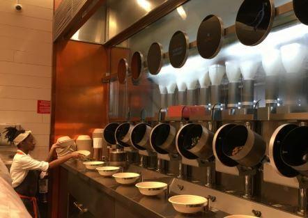 Spyce un local de comida que la preparan con robots cocineros